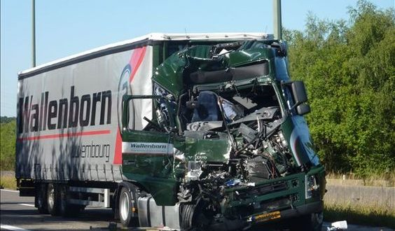 Why An Independent Truck Driver Should Work With A Truck Accident Lawyer
